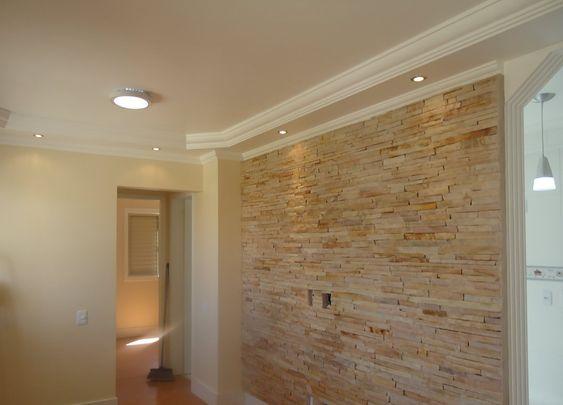 sala com parede com revestimento - Pesquisa Google