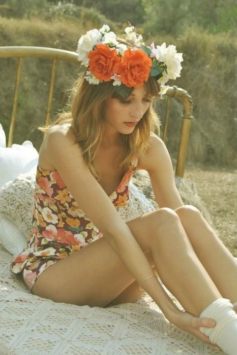 Love these flower headbands for spring! #flowerheadbands #spring #hairideas
