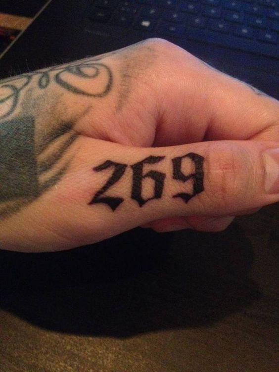 Tatuagem Números na Mão