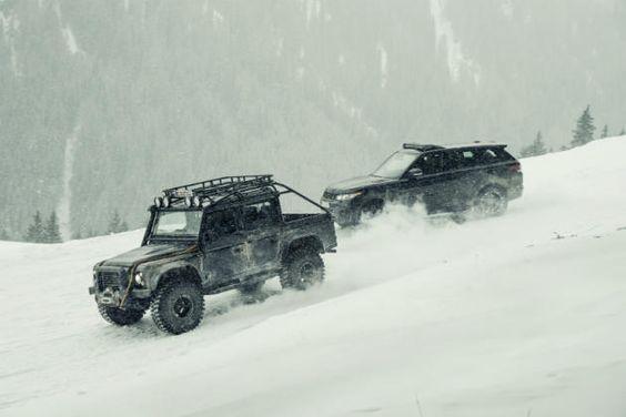Range Rover Sport SVR http://www.menshealth.de/artikel/die-neuen-autos-aus-james-bond-spectre.401138.html