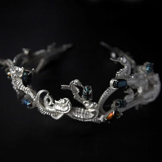 I feel that tiaras are vastly underrated - everyone should own one. This is by the incomparable Tanel Veenre.   - seahorse, beetle, silver headdress #tanelveenre #estoniandesign  #tiara #headpiece [couronne]: