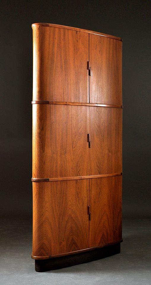 un armoire d 39 angle en palissandre de hojbjerg et moller. Black Bedroom Furniture Sets. Home Design Ideas