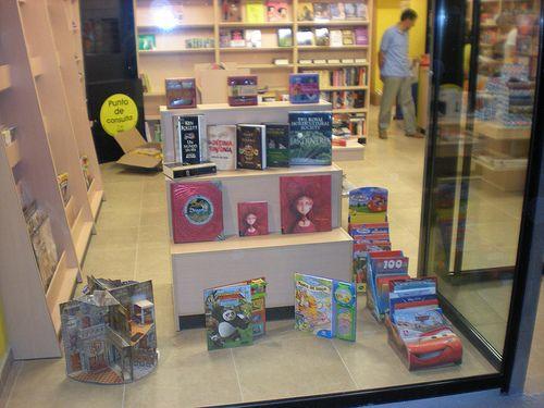 Escaparate librería Espacio Lector Nobel Villamuriel
