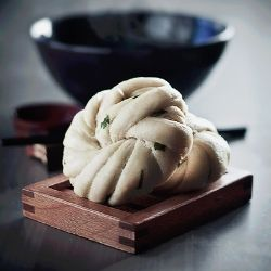 Hua Juan - Chinese steamed buns with sesame oil and scallions