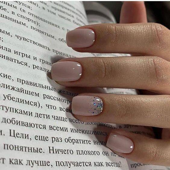Светлый зимний маникюр на короткие ногти 2020   Жить модно   Яндекс Дзен