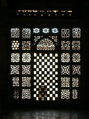 mediation of ornament: the embellished building