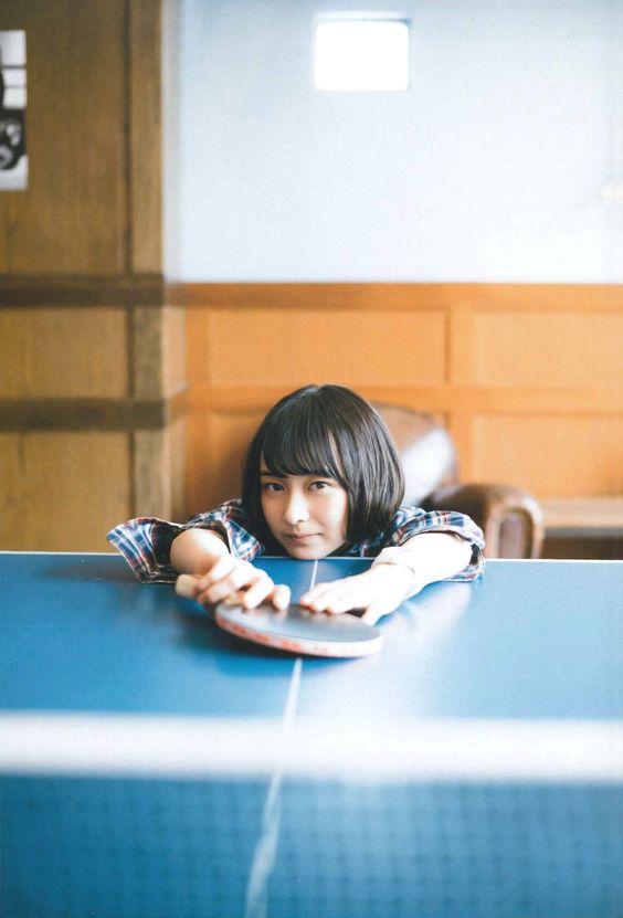 卓球台と鈴木絢音