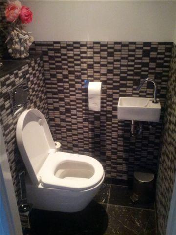 Super klein wasbakje toilet 30x18x11 cm kleine toiletruimte inrichten google zoeken idee n for Idee betegelde toiletruimte