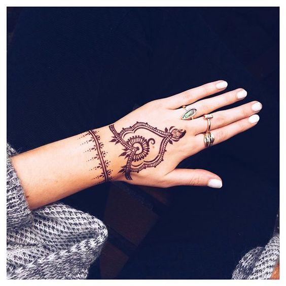 New henna from @regalrose  Rings from @missguided  #ootd #irishvlogger #irishyoutuber #YouTube #youtuber #boho #bohemian #bohostyle #summerstyle #henna #hennatattoo #hennadesign #missguided #regalrose