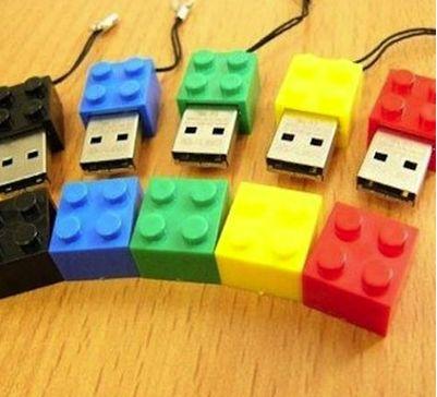 Cool USB stick | design | creative | tech | Lego