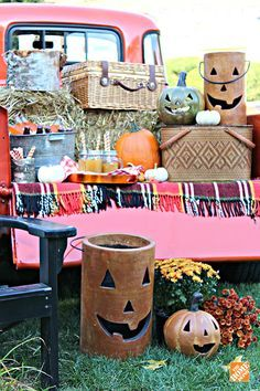 Mason jars, mums and Jack-o-Lanterns make for a stylish harvest or Halloween party! See how you can create this classic Americana look with these simple ideas from  Kristin Cadwallader of  Bliss at Home.    @gwhkristy