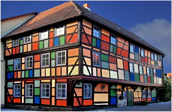 farbenstarkes Fachwerk in Schmalkalden, Germany: