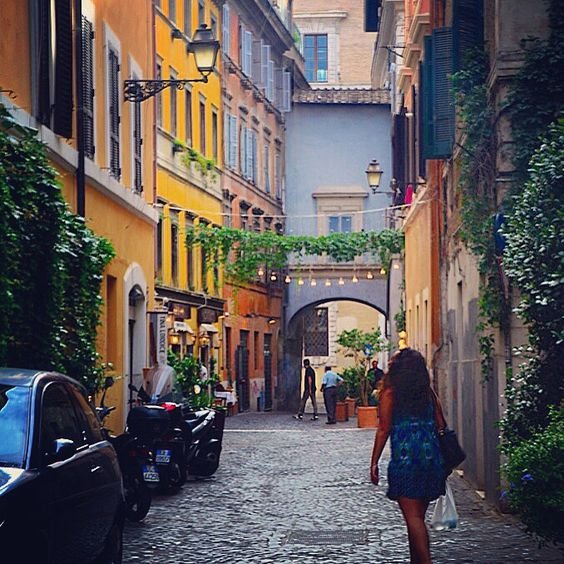 Walking the streets of Trastevere, Rome. Cafes, bars, and restaurants are amazing here. www.thecitysidewalks.com