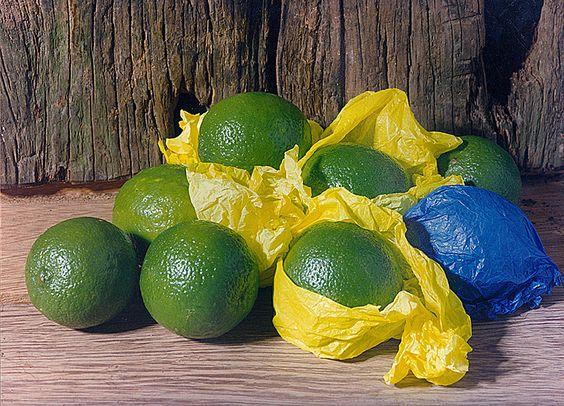 Limões - Tive que fazer esta foto, quando vi que os papeis que embrulhavam os limões mais a cor dos limões era as cores do Brasil.