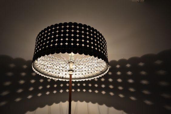 ein velofelgen heizungsrohr als sockel eine autobremsscheibe und dazu gebrauchte nespresso. Black Bedroom Furniture Sets. Home Design Ideas