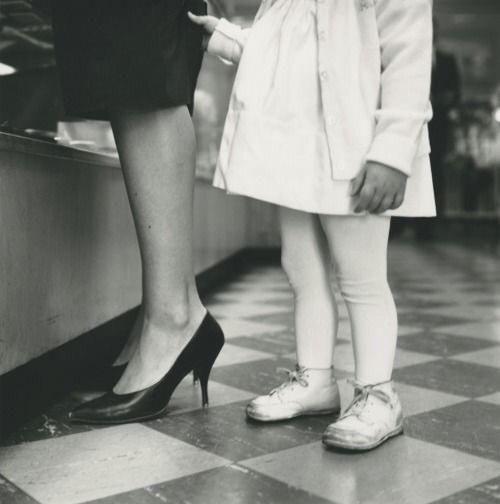 Une photo de Vivian Maier qui pourrait être un portrait de Germain Crèvecoeur et sa maman...: