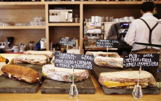 Hoy desayunamos en #PezBaker, ¡una grata sorpresa en Malasaña!  #hotspot #foodies #café