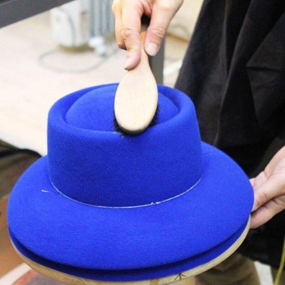 Le #chapeau Colette en cours de fabrication dans notre atelier => Etape 3 #Fashion #Hats #Millinery #Casual