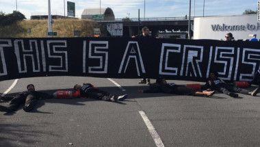 #Protesta bloquea el #Aeropuerto #Heathrow de #Londres #ReinoUnido Supenden vuelos #Fuente #CNN en Español 160805112530-black-lives-matter-uk-exlarge-169