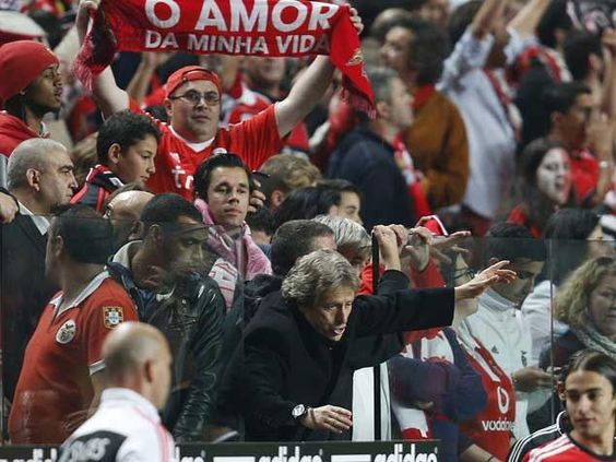 :.: Árbitro relata invasão de campo de Jesus - Benfica - Jornal Record :.: