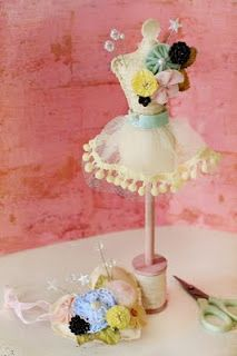 Love this sweet pincushion!