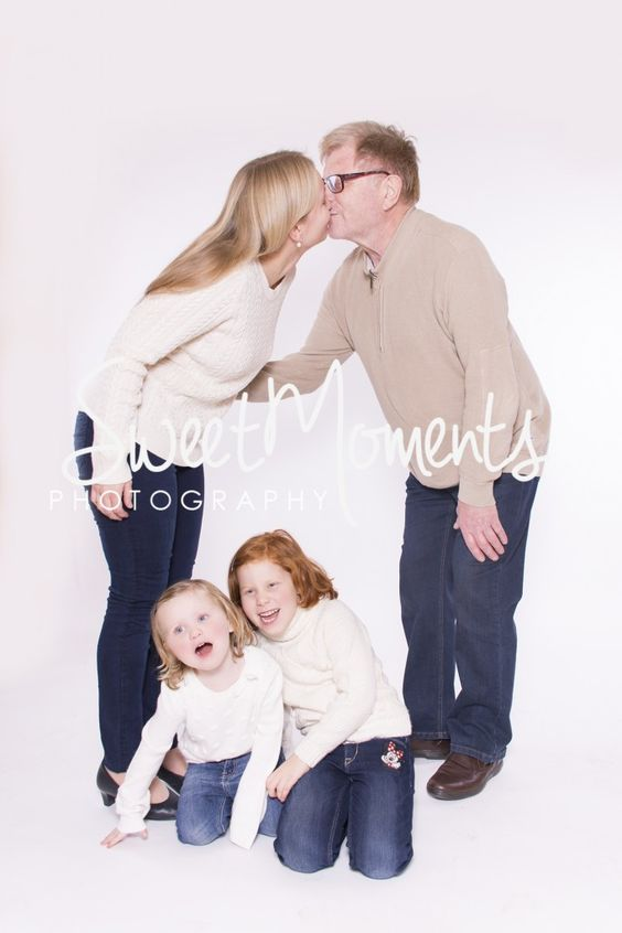 fotograf graz sweet moments moderitz margarita gerhard viktoria antonia sweet fotograf graz family portrait kiss kids children photography pose