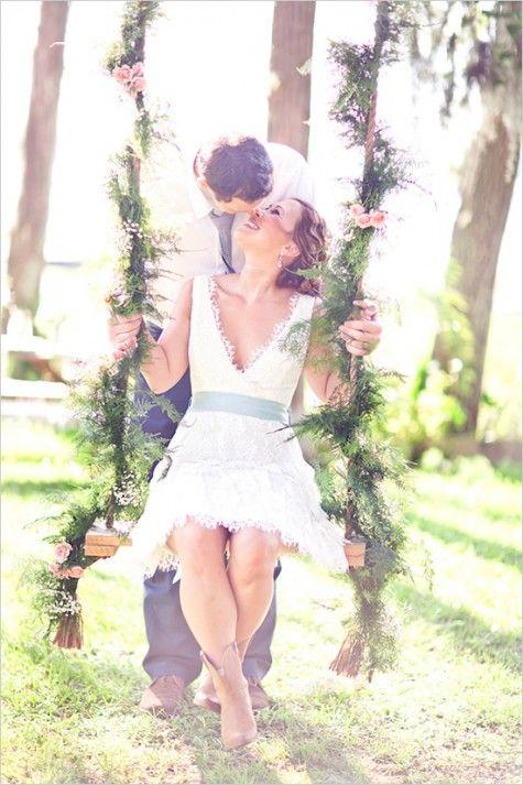 Un columpio decorado con las flores de tu evento puede ser un lugar perfecto para tus fotos y las de tus invitados.