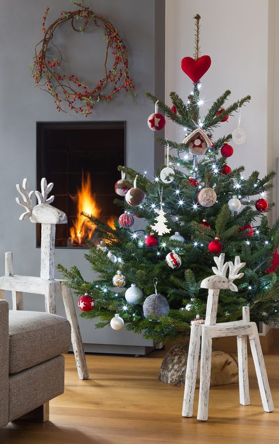 Arbres de no l d co de no l and navidad on pinterest - Sapin de noel rouge et argent ...
