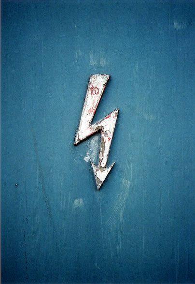Blue   Blau   Bleu   Azul   Blå   Azul   蓝色   Color   Form   Texture    arrow