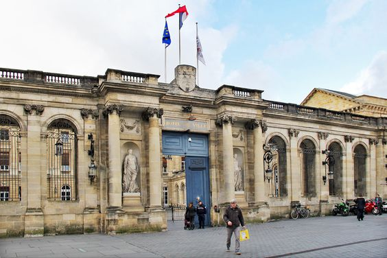 Вход в мэрию Бордо