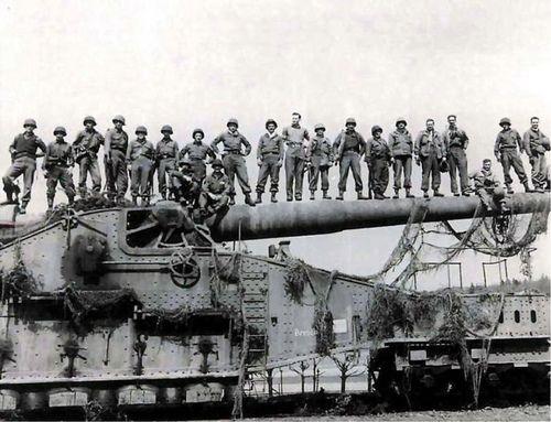 GI's on captured German railway gun