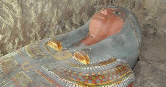 A Spanish mission has just announced an exciting new discovery of a 3,200-year-old mummy in a highly decorated sarcophagus at Thutmose III's temple in Luxor, a city on the east bank of the Nile River in southern Egypt.