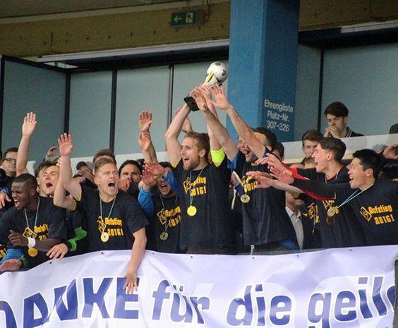 Oberliga-Meister und Aufsteiger in die Regionalliga Südwest: TuS Koblenz. ⚽⚽⚽ #tus1911 #tuskoblenz #tuskob #fußball #oberliga #rheinstagram #sport #fans #mannschaft #photooftheday #canoneos650d #igerskoblenz #koblenzergram #oberligameister #aufsteiger