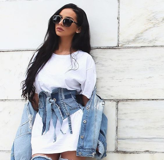 street chic outfits| oversized white tee+denim wide corset belt