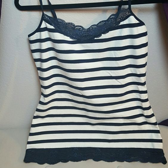 Express Cami Blur and white Cami. Has a Sports bra. Adjustable straps. Lace at top and bottom Express Tops Camisoles