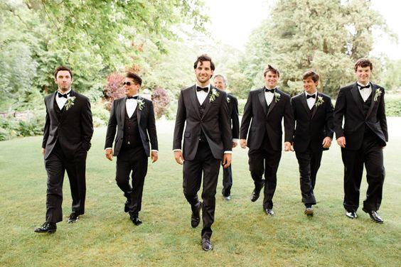 Voici 8 astuces pour réussir une photo de groupe. Cela pourra vous servir lors d'un mariage, un anniversaire, une soirée... Suivez le guide !
