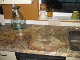 It's hard to tell that they are not granite! Now we need to do the tumbled stone backsplash...