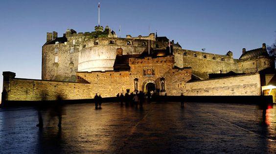 Foto: reprodução / iStockphoto - Edimburgo Castle - Escócia.
