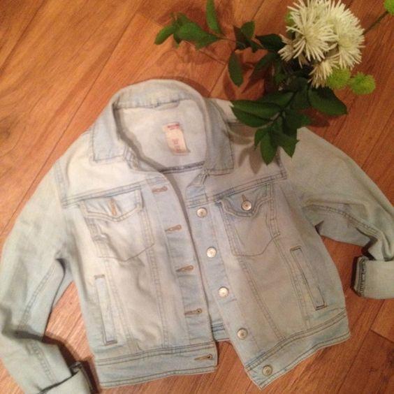 MOSSIMO JEAN JACKET SMALL DENIM CUTE Small denim jacket good condition Mossimo Supply Co Jackets & Coats Jean Jackets