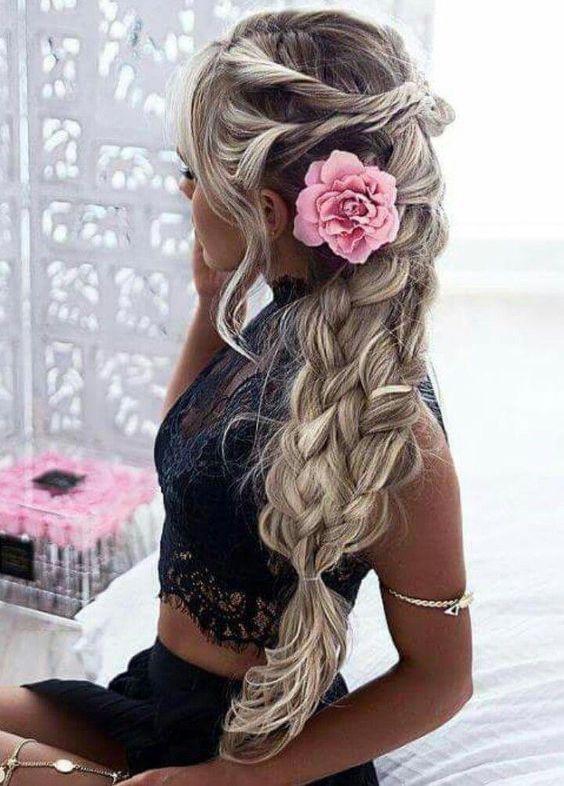 Epingle Par Yuna Kb Lj Sur Hairstyle Inspiration Coiffure Mariage Styles De Coiffures Coiffure De Bal