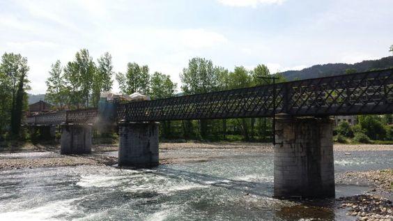 LACOTEC en los trabajos para acondicionar el puente ferroviario de Soto a Trubia (Oviedo). El puente ferroviario sobre el río Nalón, forma parte de la antigua línea de ferrocarril Oviedo-Trubia, construida en el siglo XIX. Desde 1991 quedó sin uso, a raíz de la supresión del trazado de Renfe con la operación Cinturón Verde.