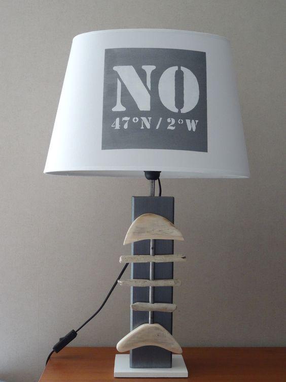 lampe d co esprit bord de mer avec poisson bois flott abat jour blanc d co. Black Bedroom Furniture Sets. Home Design Ideas