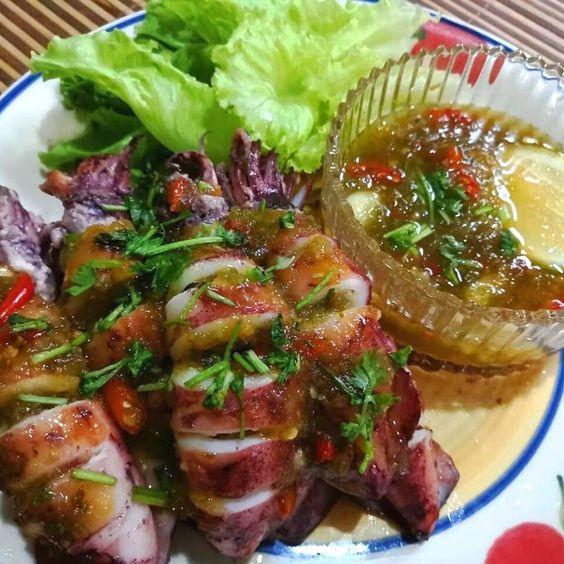 Sotong Bakar Thai Dengan Resipi Sos Paling Sedap Siram Aje Atasnya Rasa In 2020 Malay Food Food Recipes