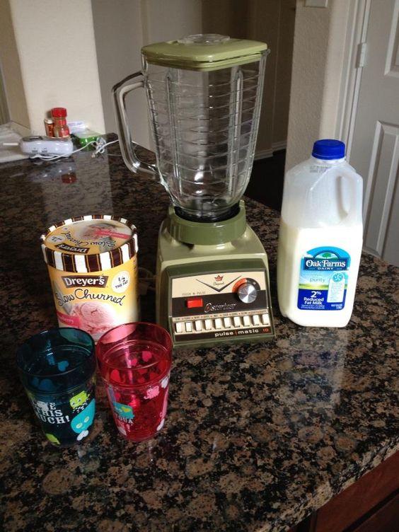 Old Fashion Strawberrry Milkshake with my mom's 1970's blender:)