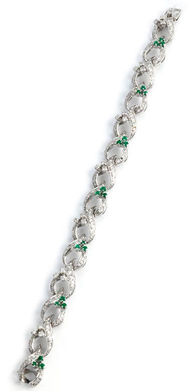 Länge: ca. 19,5 cm. Gewicht: ca. 29,0 g. WG 750. Verspieltes Armband mit Diamanten im Achtkantschliff, zus. ca. 2,7 ct, und rund-facettierten Smaragden, zus....