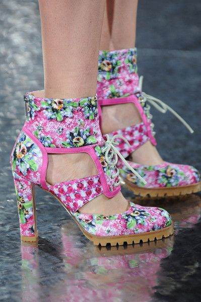 The 80's teenager within me really likes these, y'all!! :)Mary Katrantzou Spring 2014 - Details