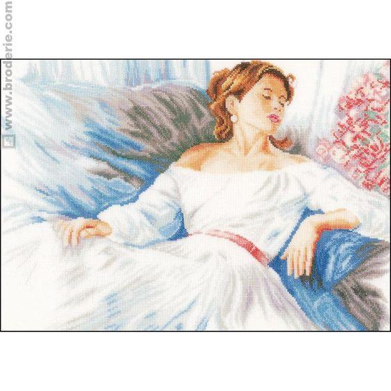 point de croix romantique femme allongée - cross stitch romantic lying woman