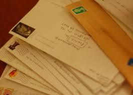 Una carta es un medio de comunicación escrito por un emisor (remitente) y enviado a un receptor (destinatario).  Normalmente, el nombre y la dirección del destinatario aparecen en el frente del sobre, el nombre y la dirección del remitente aparecen en el reverso del mismo (en el caso de sobres manuscritos) o en el anverso (en los sobres preimpresos).