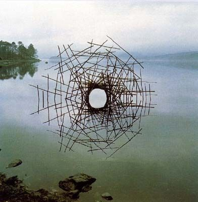Créer dans et avec la nature... ici une oeuvre de Goldsworthy