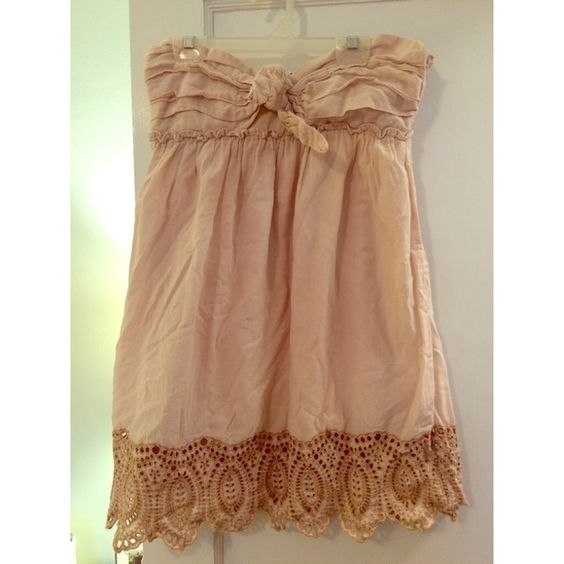 Splurge dress Beautiful light mauve colored dress. Great detailing. Lined. Machine washable. Dresses Strapless